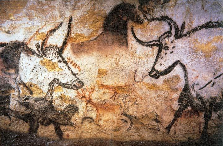 Vous pourrez découvrir les fresques de la grotte en visitant la reproduction ouverte au public