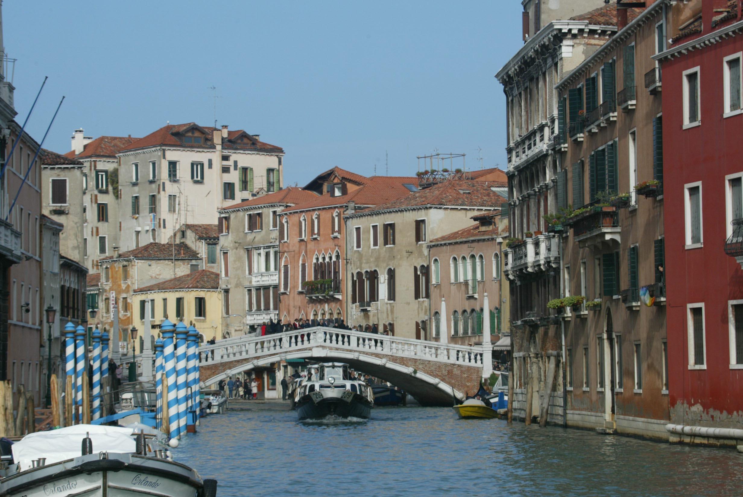 Pourquoi l 39 italie est elle toujours une destination - Piscine place d italie ...