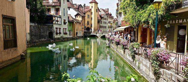 Comment choisir une location de vacances à Annecy ?